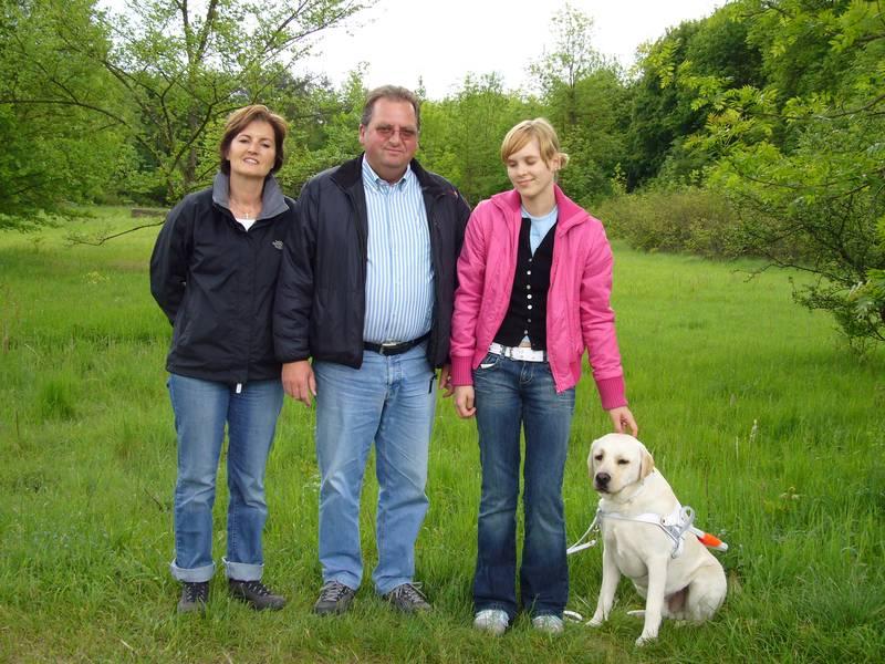 Maria und Wolfgang Seitle arbeiten seit über 35 Jahren mit Hunden und seit 1990 auch speziell mit Blindenführhunden.